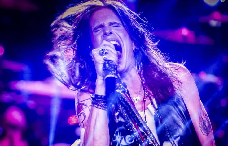 1-aerosmith-steven-tyler-singing-in-concert-jani-bryson